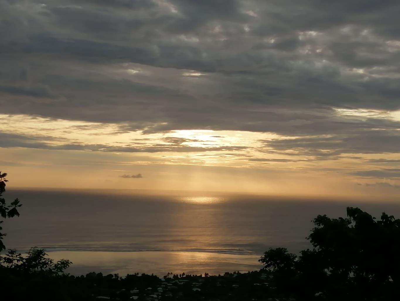 >Coucher de Soleil sur Punaauia (Tahiti). Merci Chantal.