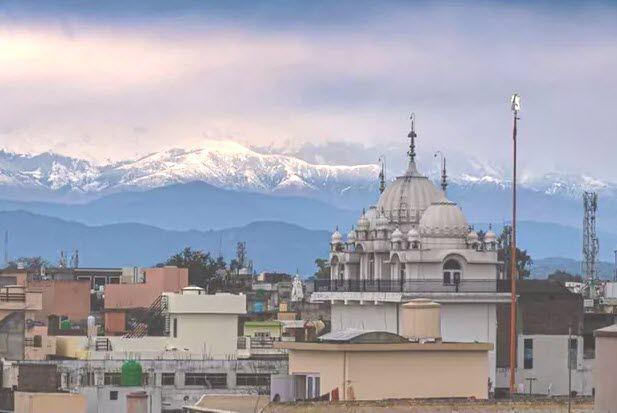 Quand l'Himalaya surgit du Brouillard