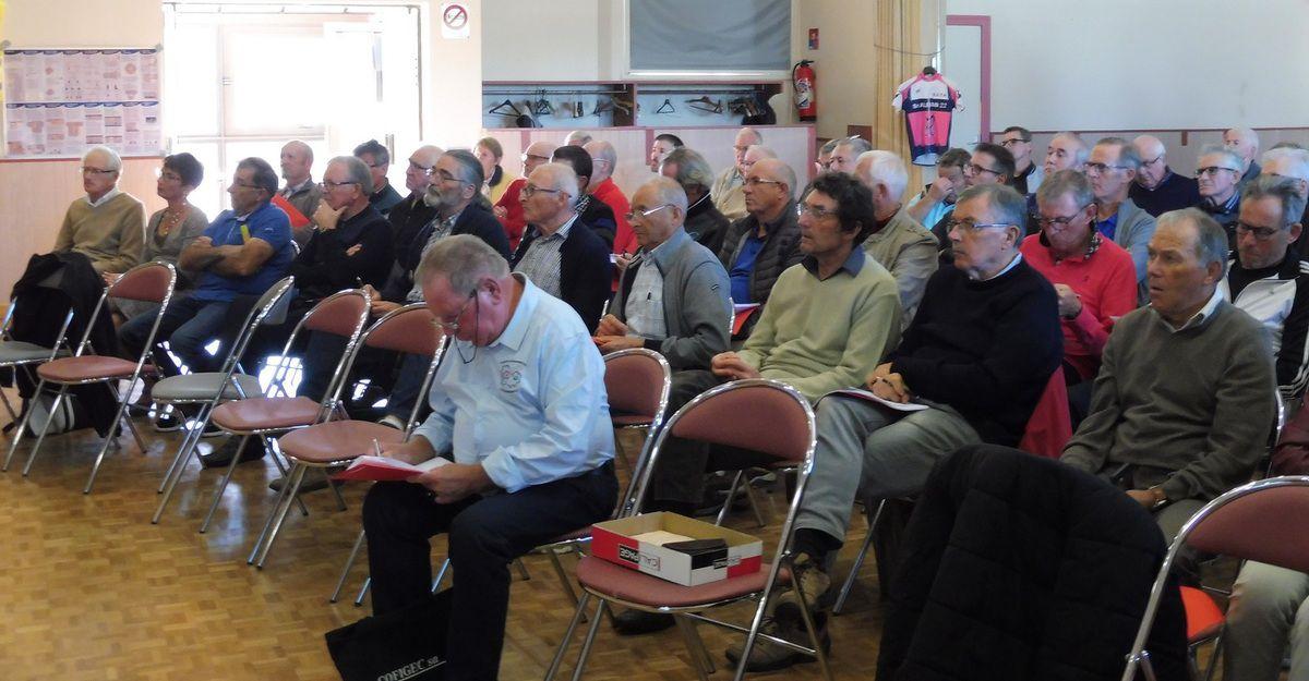 Une partie de l'assemblée à Saint-Alban. Photo de Marina Harzo.