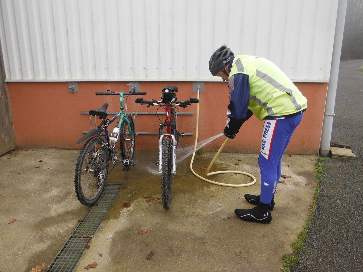 Marcel a décrassé les deux vélos.