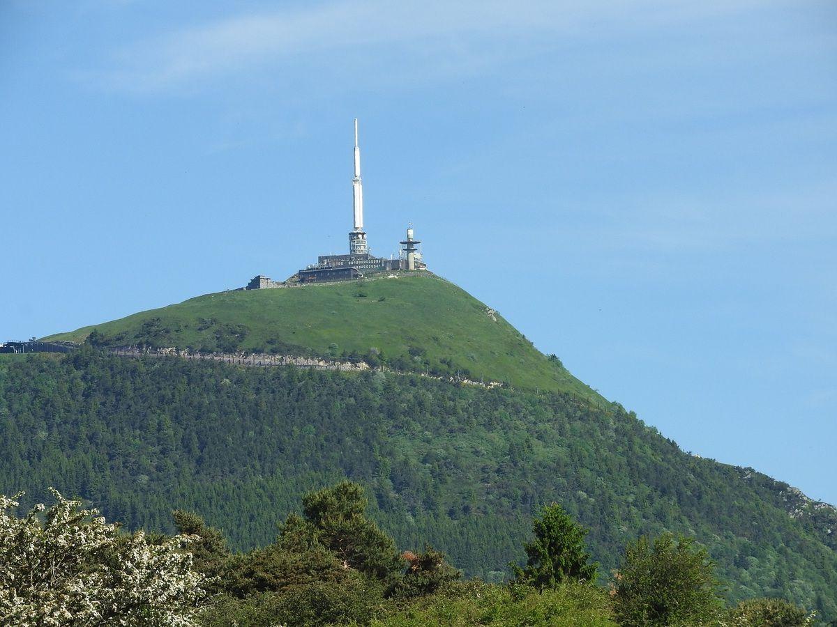 Le Puy de Dôme culmine à 1 465 mètres.