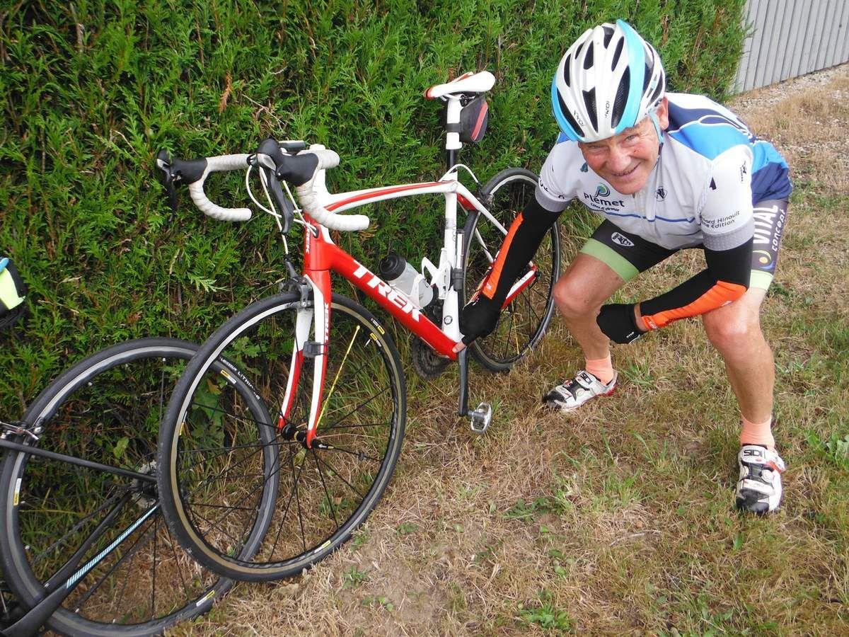 Le vélo de Guy avec de nouvelles roues observées pendant la pause à la Gautraie.