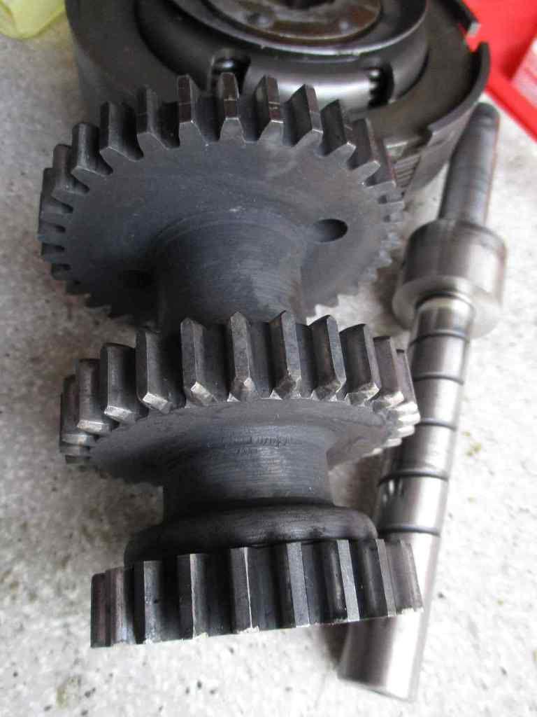 La révision du moteur de la FN: la boîte de vitesse et la lubrification