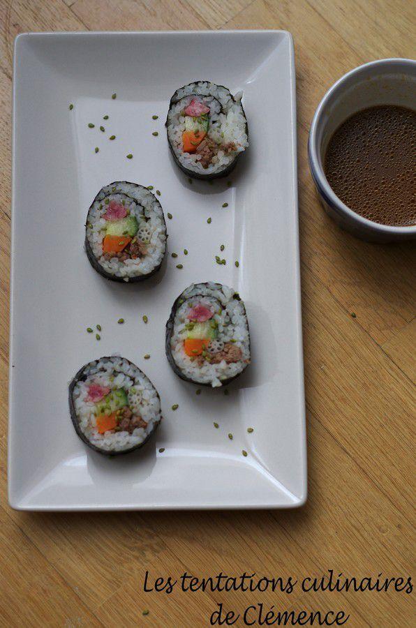 Repas coréen : des kimbap, makis coréens en entrée