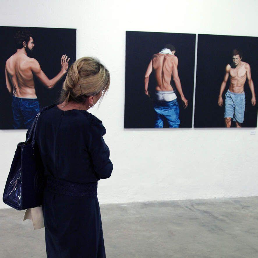 Claude devant des oeuvres de la série Noli me tangere, 2011