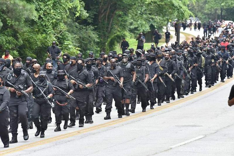 La milice noire NFAC au Mount Rushmore, 4 juillet 2020