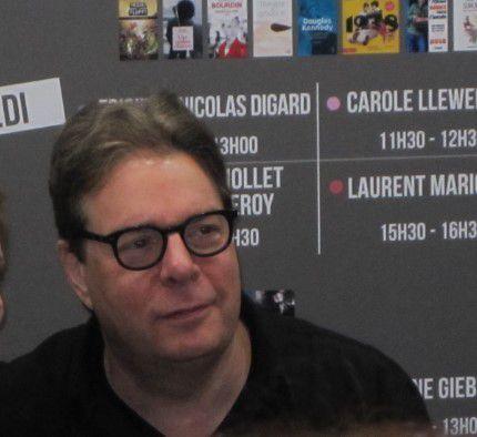 douglas-kennedy-salon-du-livre-2018-copyrigth-audetourdunlivre-com.jpg