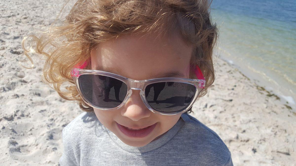 lunettes_de_soleil_enfants_verres_polarises_pas_cheres_binocle_eyewear