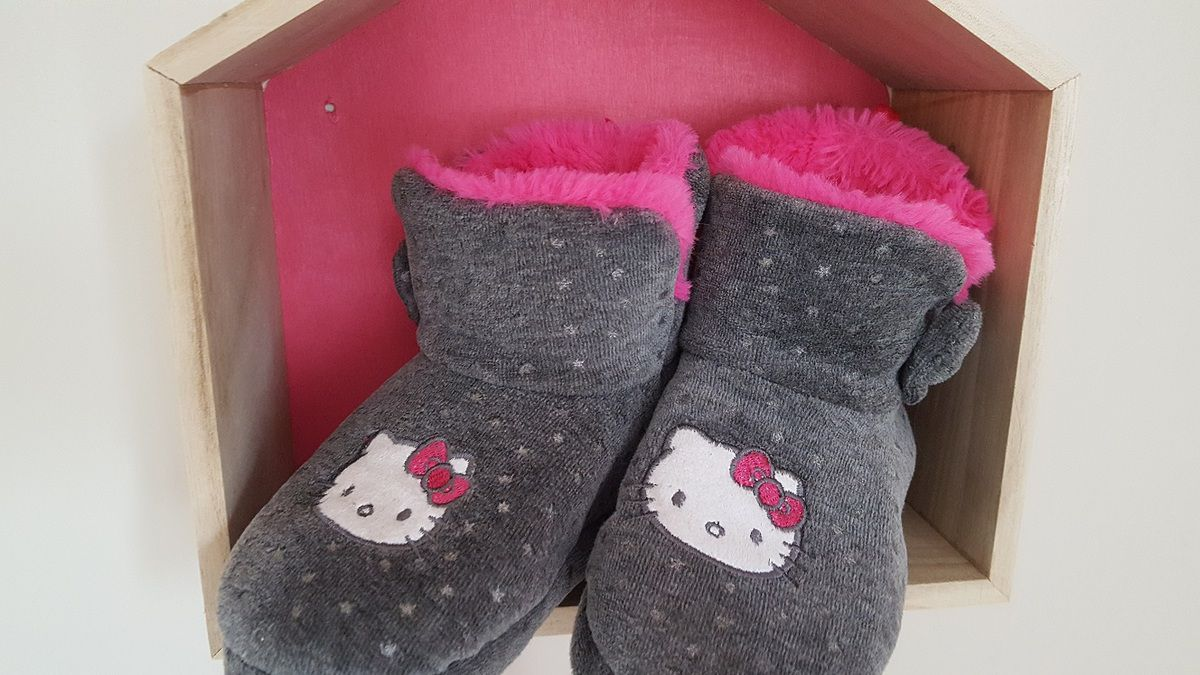 chaussons_hello_kitty_fille_roses_gris_chaussea