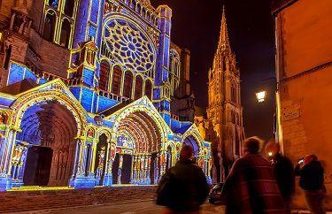cathédrale de Chartres pendant Chartres en Lumières de nuit