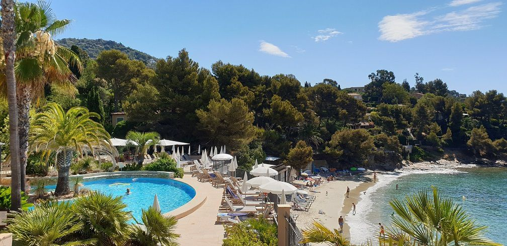 avis sur hôtel avec piscine sur la côte d'azur dans le golfe de saint tropez