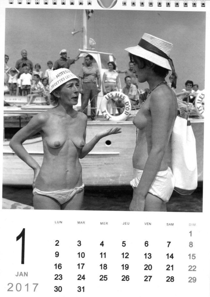 En août 1959, accueil des visiteurs à l'embarcadère par Olga, hôtesse des Vedettes des Iles d'Or et Marie-France Raybaud
