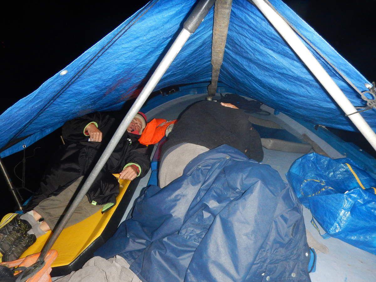 Le camping à bord d'ORPHIE et des poissons dans le projecteur