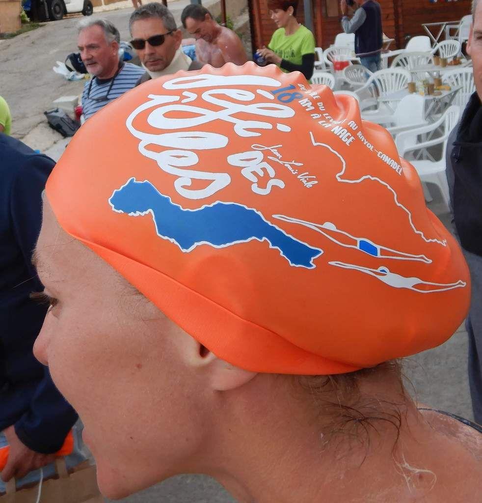 Les nageurs, les accompagnateurs, briefing avec Pascale et Sylvain - le bonnet de l'épreuve