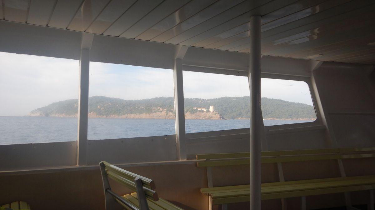 A bâbord : Port Cros et le fort de Port Man