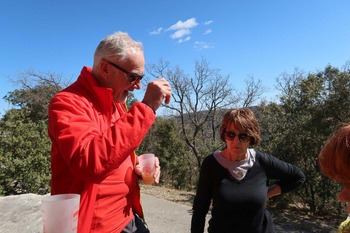 Encore une rando dans le vent . Merci Gilbert malgré son silence (!!!)et Jean-Louis roue de secours de luxe !