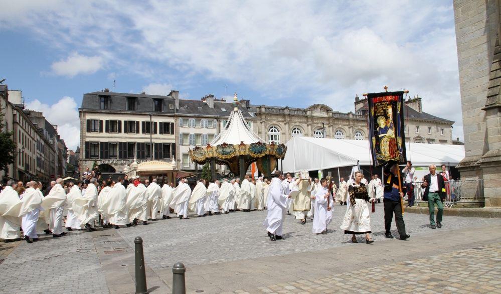 L'installation solennelle de Mgr Laurent Dognin nouvel évêque de Quimper