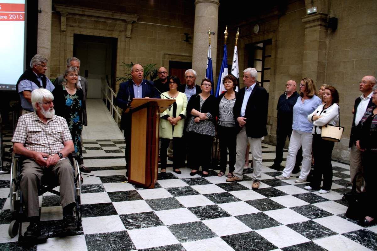 """A gauche, Jean-Yves d'Hervé, """" Gradlon d'honneur """" en 2007"""