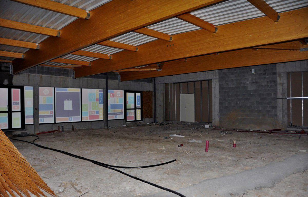 La cellule de 270 m2 prévue pour un bar tabac PMU presse au centre commercial Les 4 Vents à Penhars