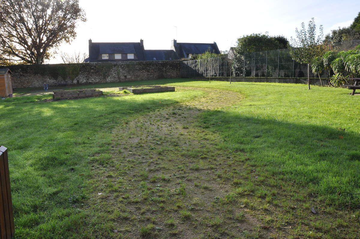 """"""" Le jardin des copains """" derrière les immeubles du Poitou"""