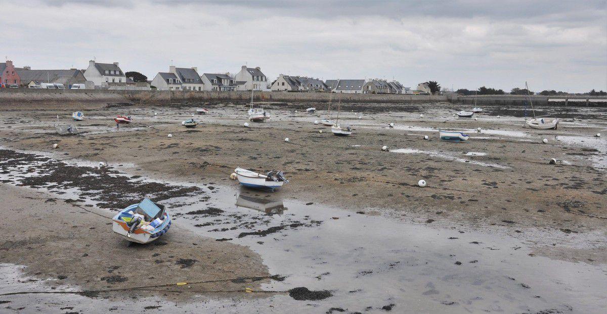 Marée basse au port de Kérity-Penmarc'h