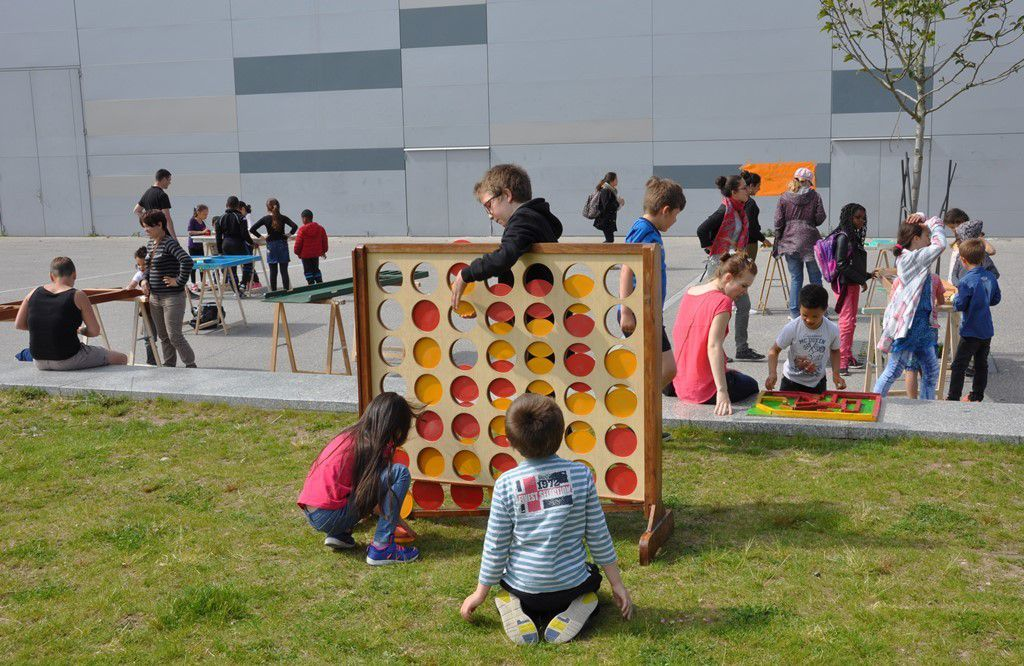 Jeux en bois. Plusieurs fabriqués par les TAPS de Kergestin