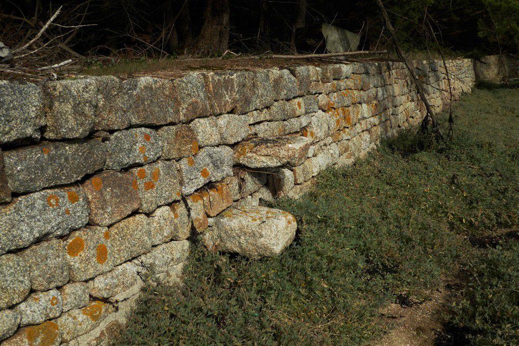 Mur avec deux marches ...