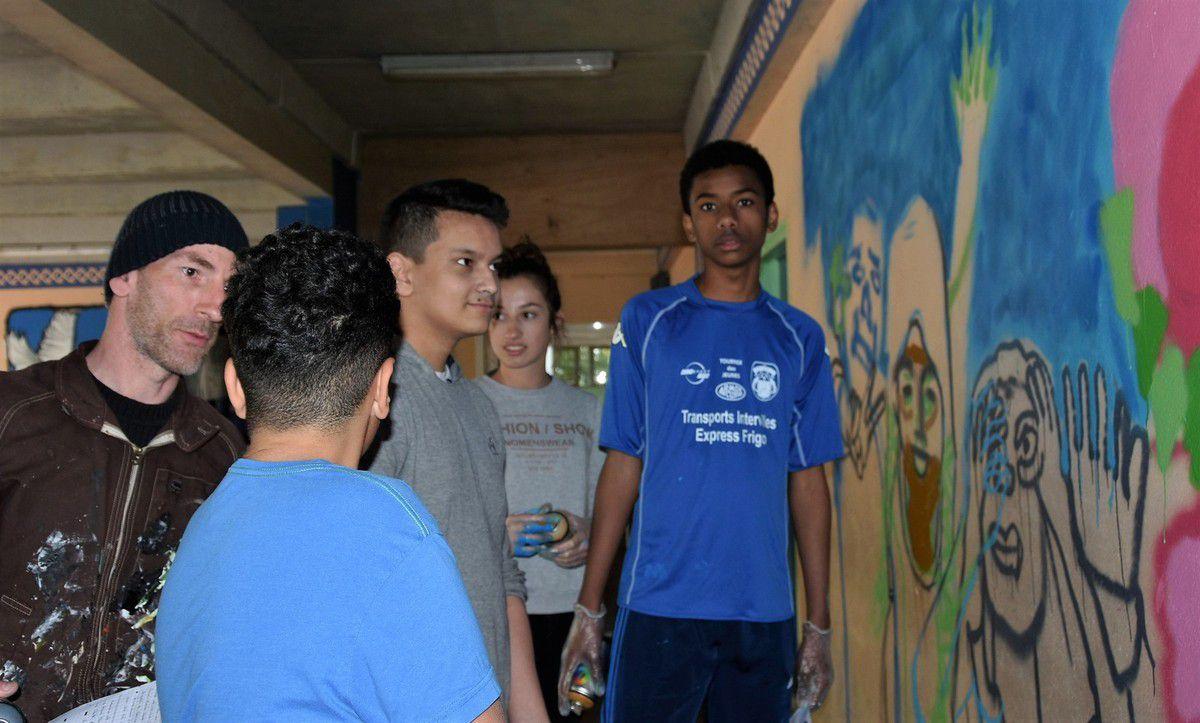Quatre fresques en cours de réalisation au collège Max-Jacob