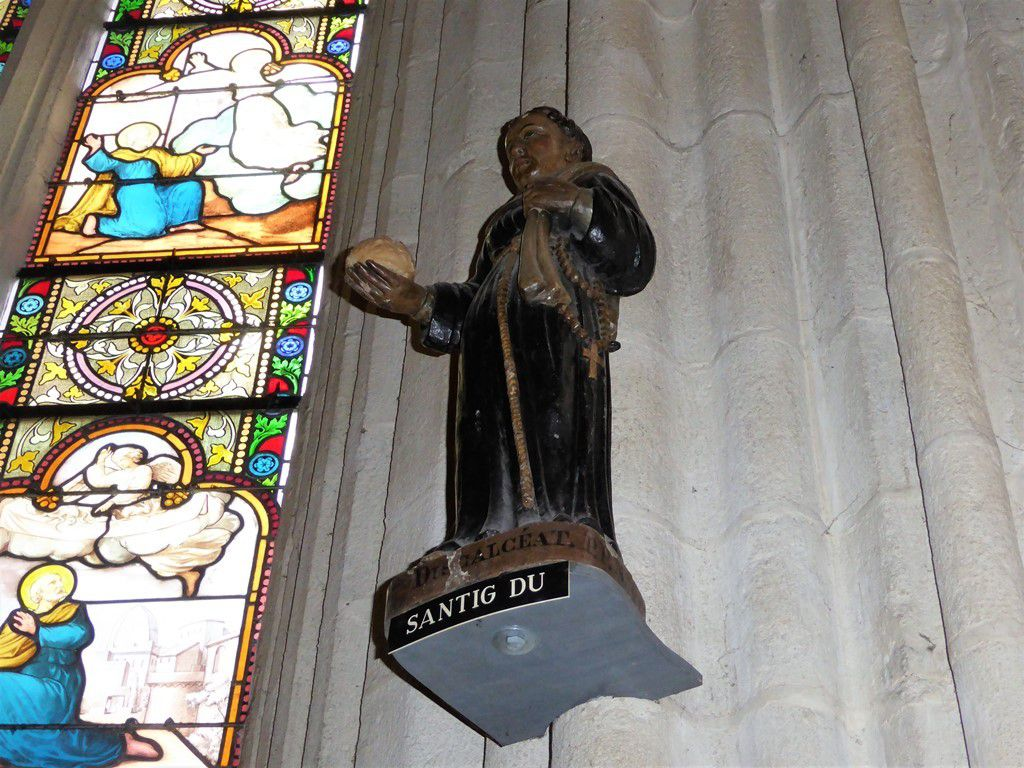 Santig Du, le petit saint noir dans la cathédrale Saint-Corentin