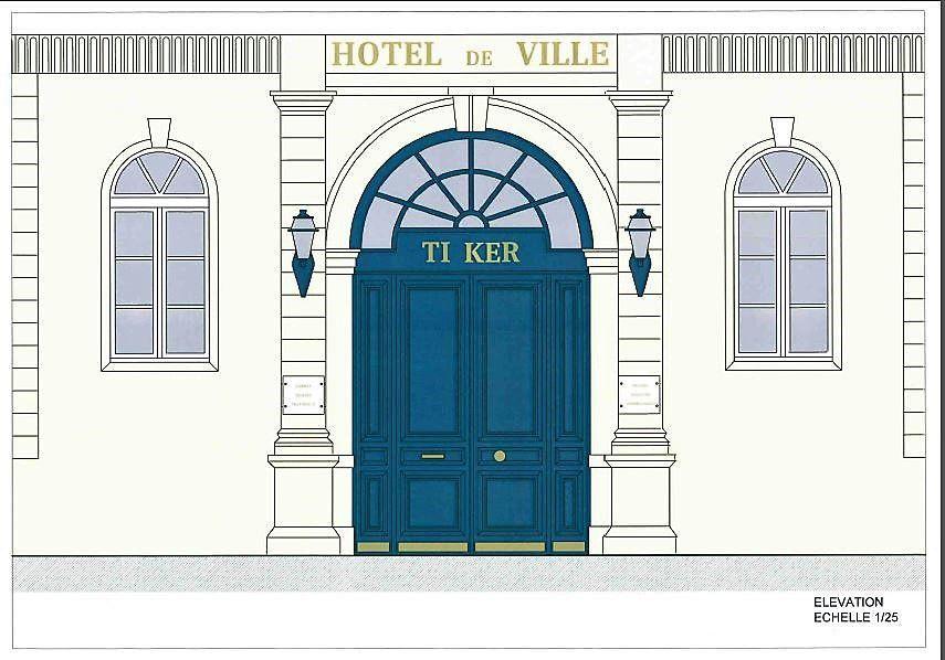 Dix jours de travaux pour changer la porte de la Mairie de Quimper