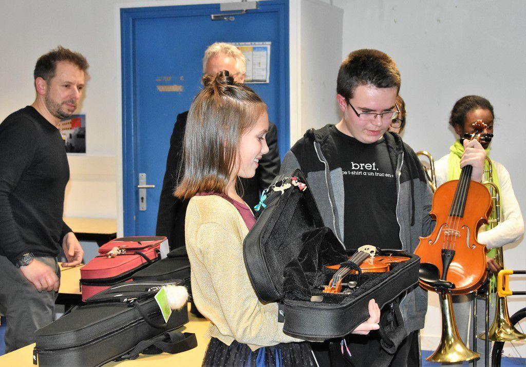 Collège Max-Jacob : remise d'instrument aux élèves de la 6ème à horaires aménagés musique (CHAM)