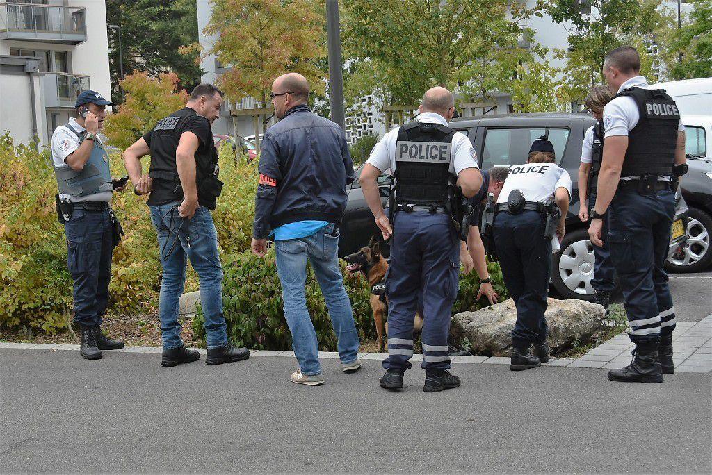 Longue opération anti drogue aujourd'hui sur le parking du centre commercial de Penhars