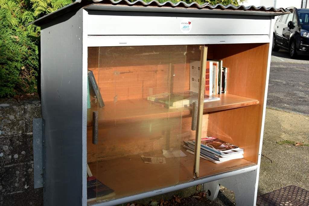 La boîte à livres du bourg de Penhars a encore faim ...