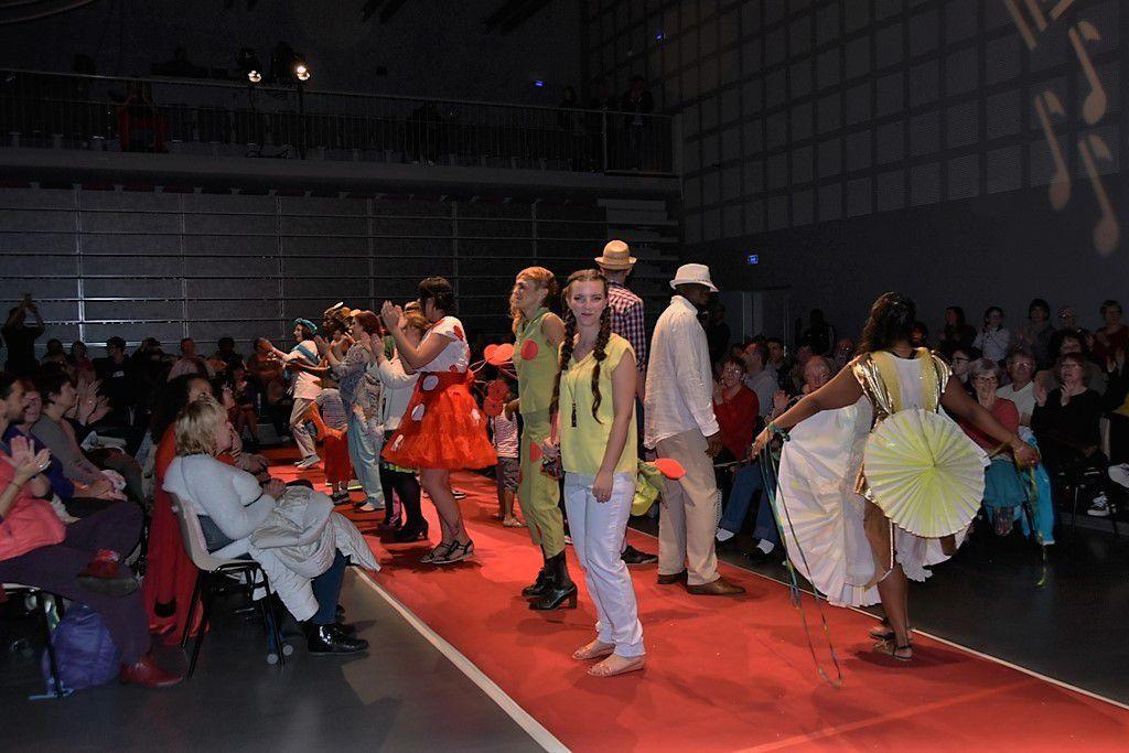 Grand tapis rouge en Mode Kermoysan