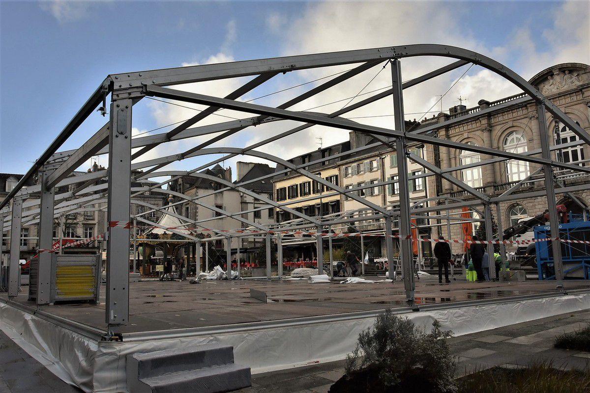 Parmi les mesures prises avant la marche des gilets jaunes : le démontage d'une partie des éléments de la patinoire installée sur la place Saint-Corentin