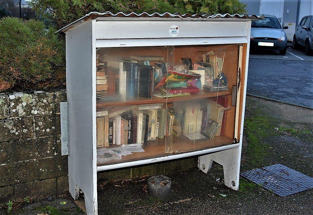 Il faudrait changer la boite à livres du bourg de Penhars