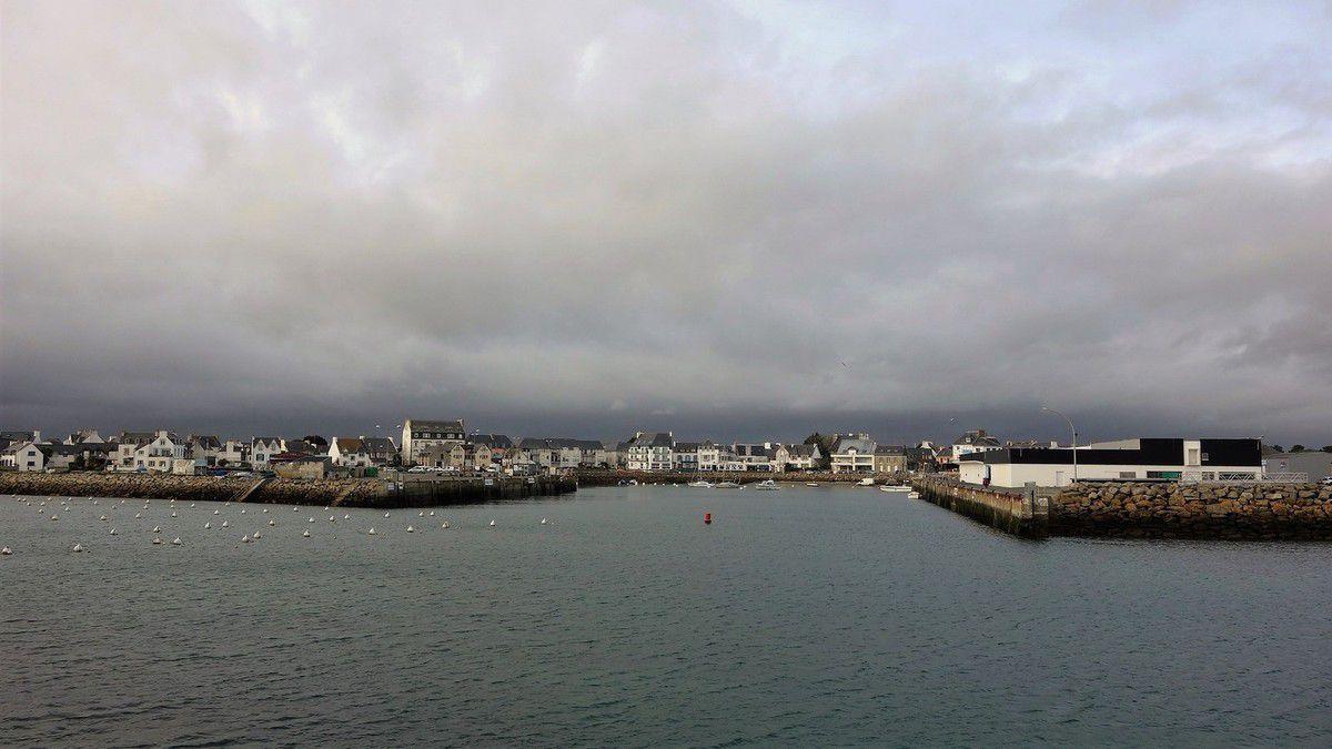Petit port de Bretagne ... avant l'arrivée de la pluie