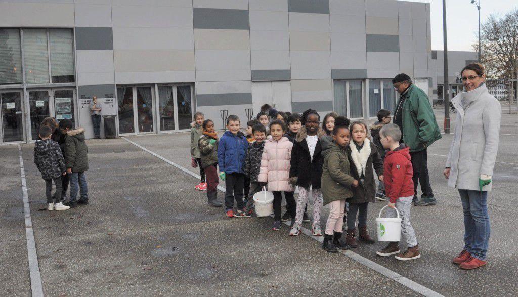 Le bon geste des élèves du CP de l'école de Penanguer