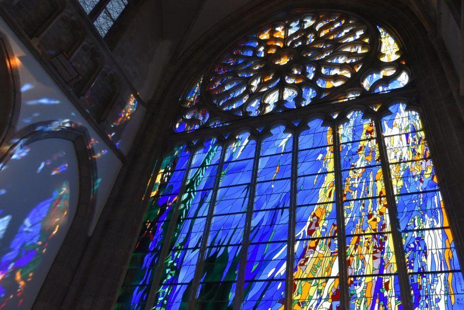 Vitrail dans l'église de Carhaix