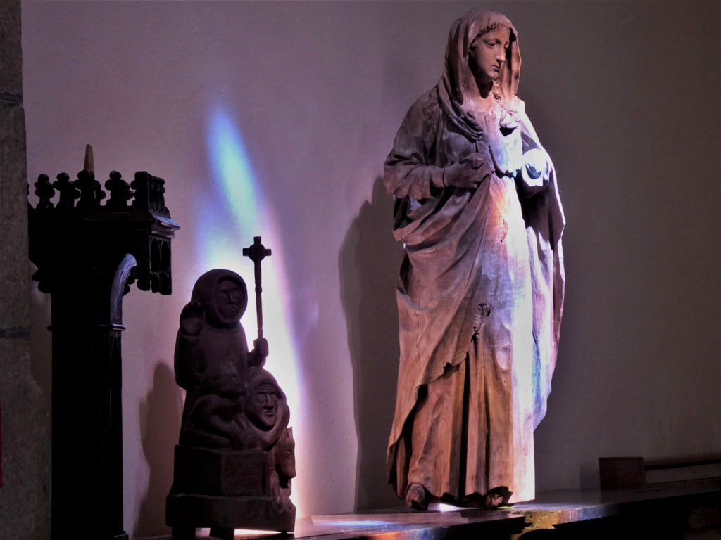 Un moment de réflexion à l'église Sainte-Claire