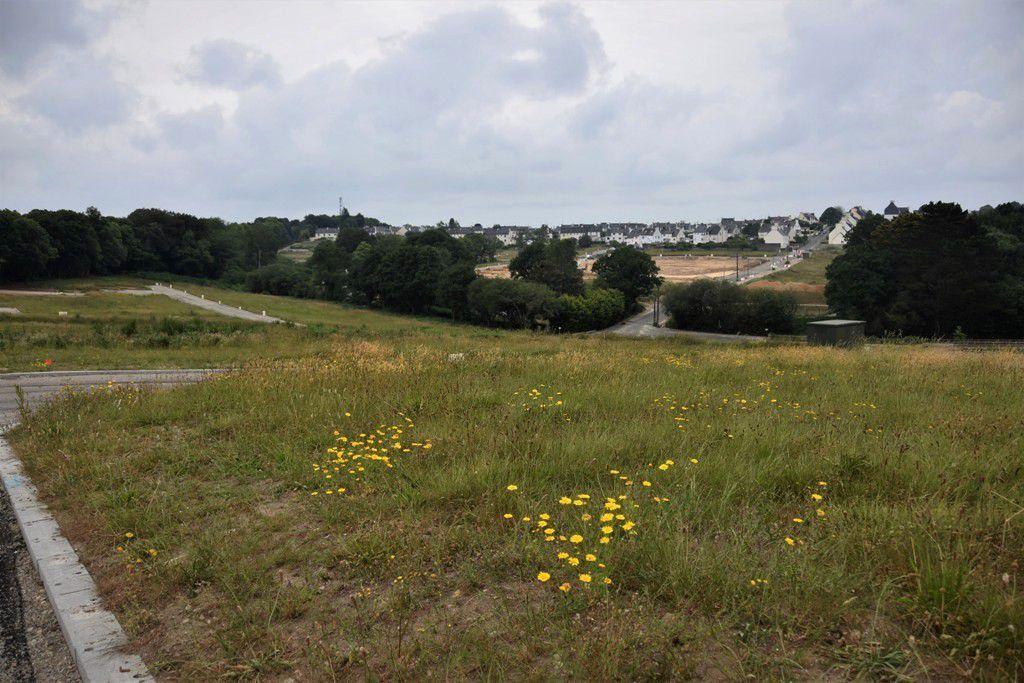 Photo prise du côté de Kervichard (l'opération couvre 14 ha). En clair, au fond, les terrassements