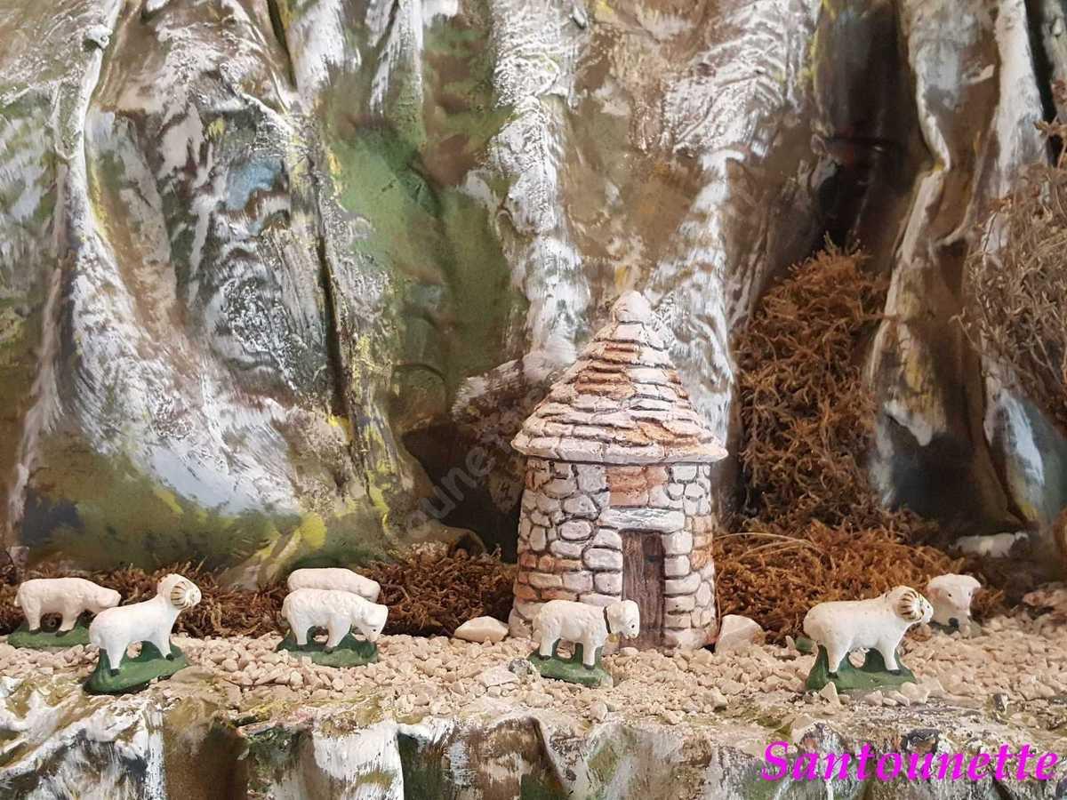 La borie (construction en pierres sèches).