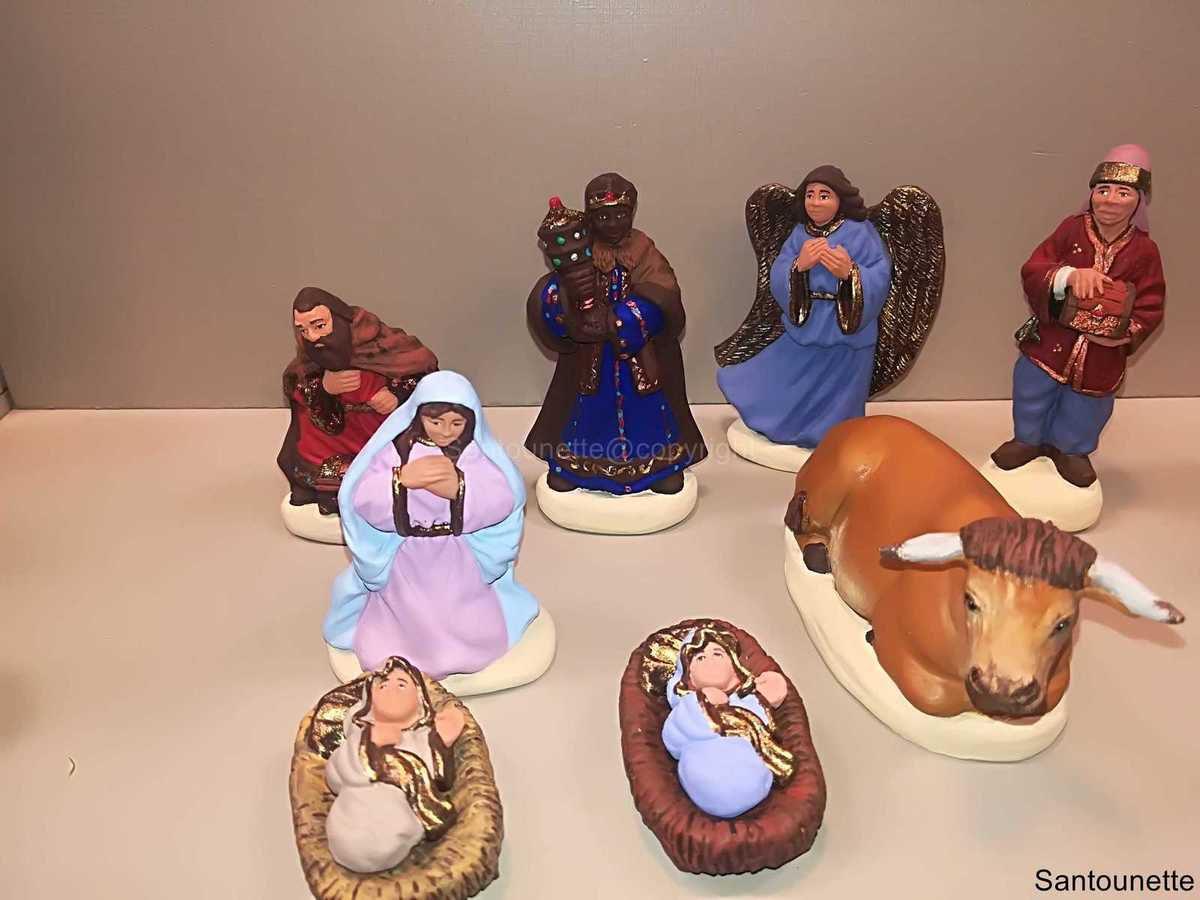 Regardez avec attention cette Nativité notamment l'Ange, les Rois mages et admirez également la qualité de confection et de peinture du bœuf, c'est vraiment exceptionnel.