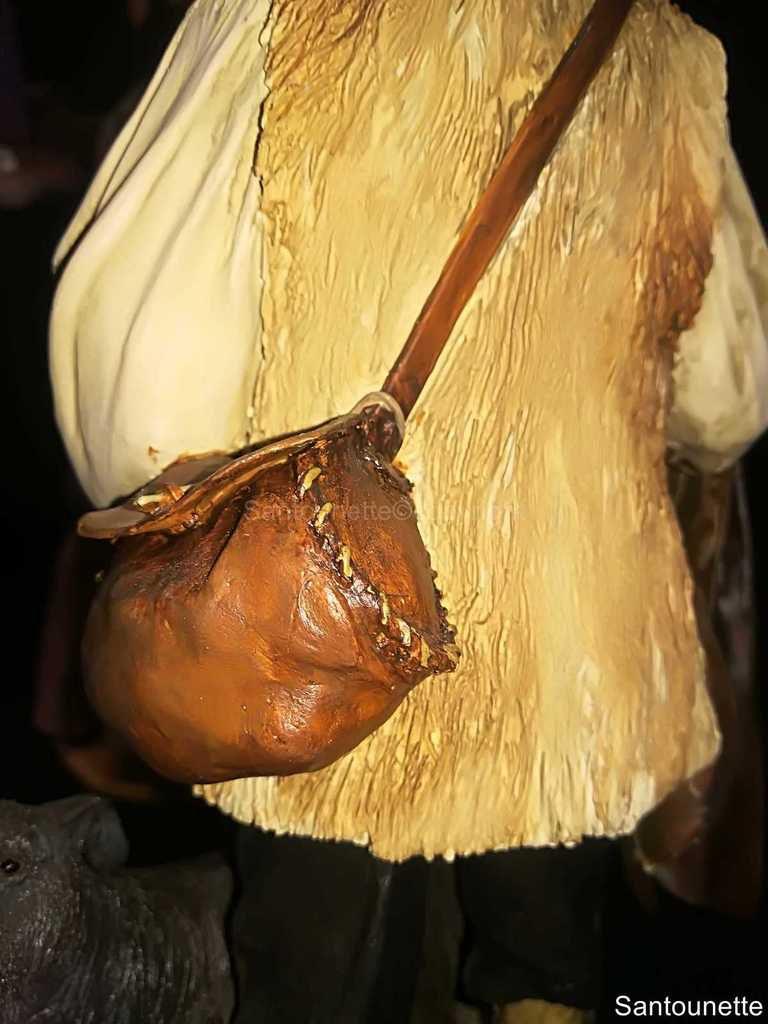 De dos, le rendu du sac dont on a vraiment l'impression qu'il est en cuir.