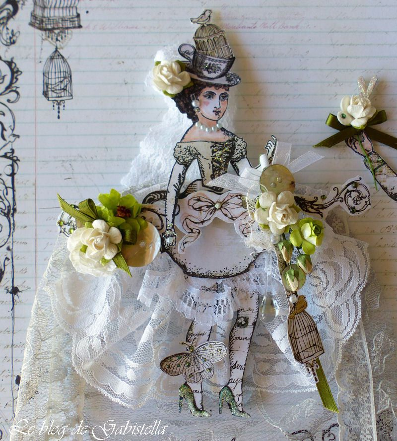 J'ai essayé de lui confectionner une robe d'inspiration XVIIIème siècle.