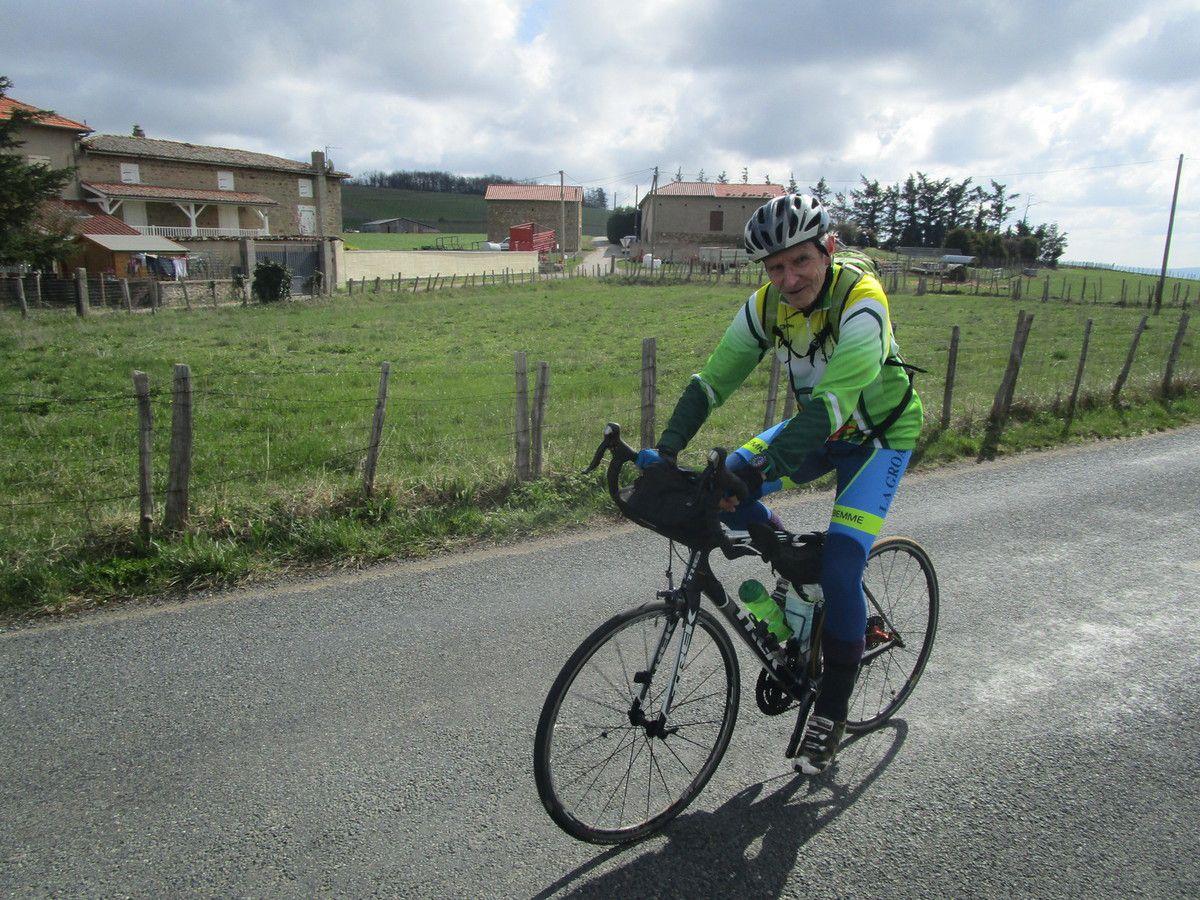 Jean en super forme avec son vélo normal
