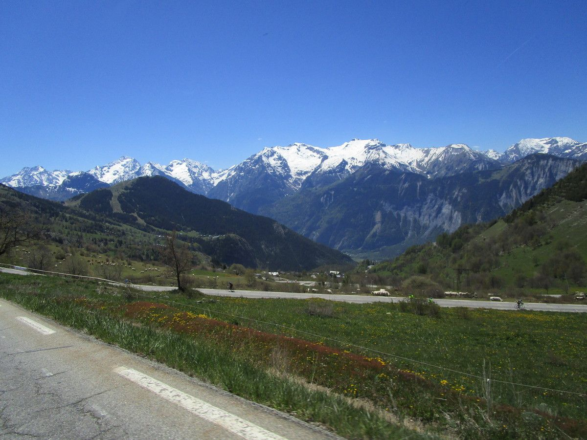 Alpes d'Huez (38) --  Randonneurs --  Vendredi 31 Mai 2019