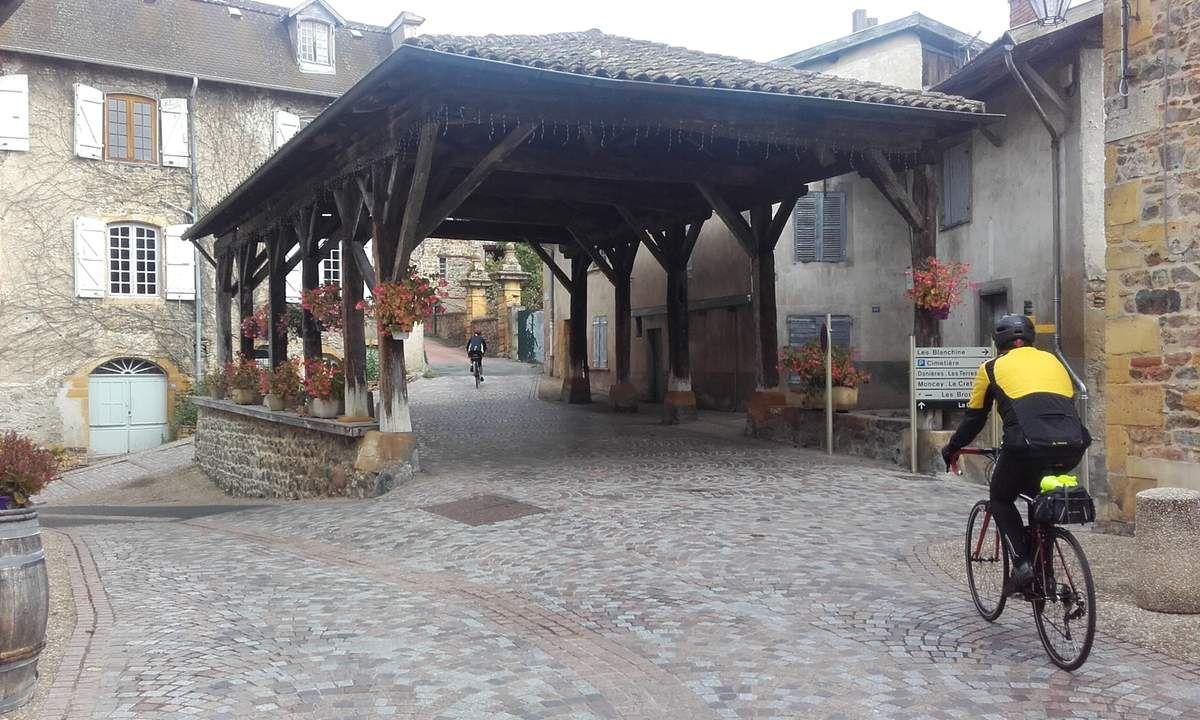 Halle de Chamelet et col du Joncins-Chatoux