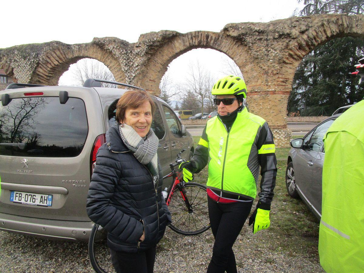 Merci à Renée,notre photographe du départ, venue accompagner Claude.