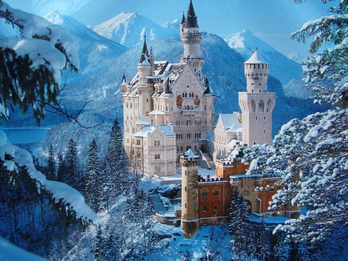 En finale, deux château, pas du tout en ruines, mais qui me font rêver. Neuschwanstein (Bavière). Et je rêve toujours d'y aller, et de le visiter...